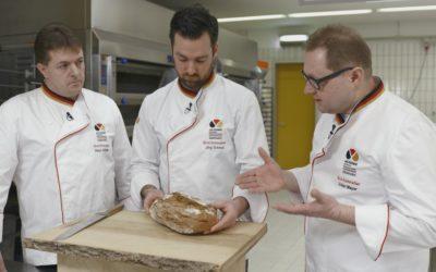 Brotsommelier Volker Mayer beim Brottest mit den Kollegen Jörg Schmidt und Klaus Deinzer